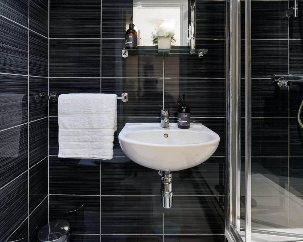 Host The Mews, Oxford - Bathroom