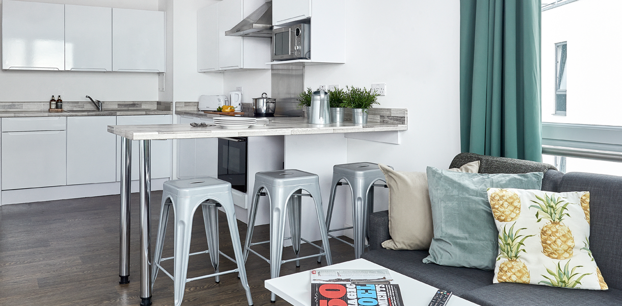 kitchen-and-breakfast-bar-with-stools