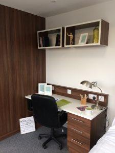 leeds-desk-chair-show-flat