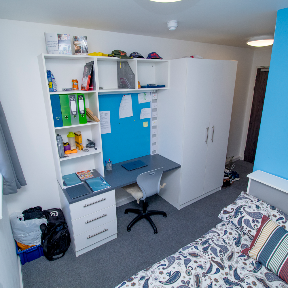 desk in small en-suite