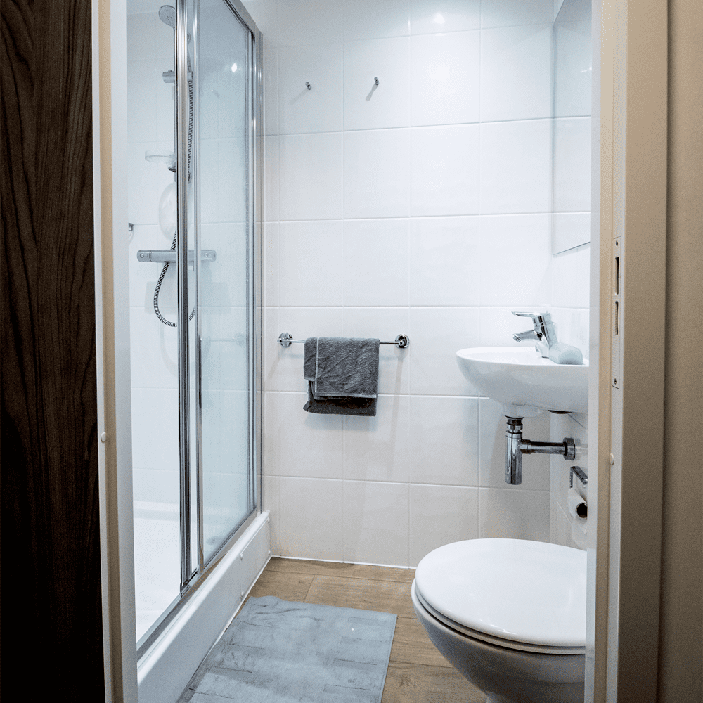 Host Frobisher House Small En-suite room in Plymouth