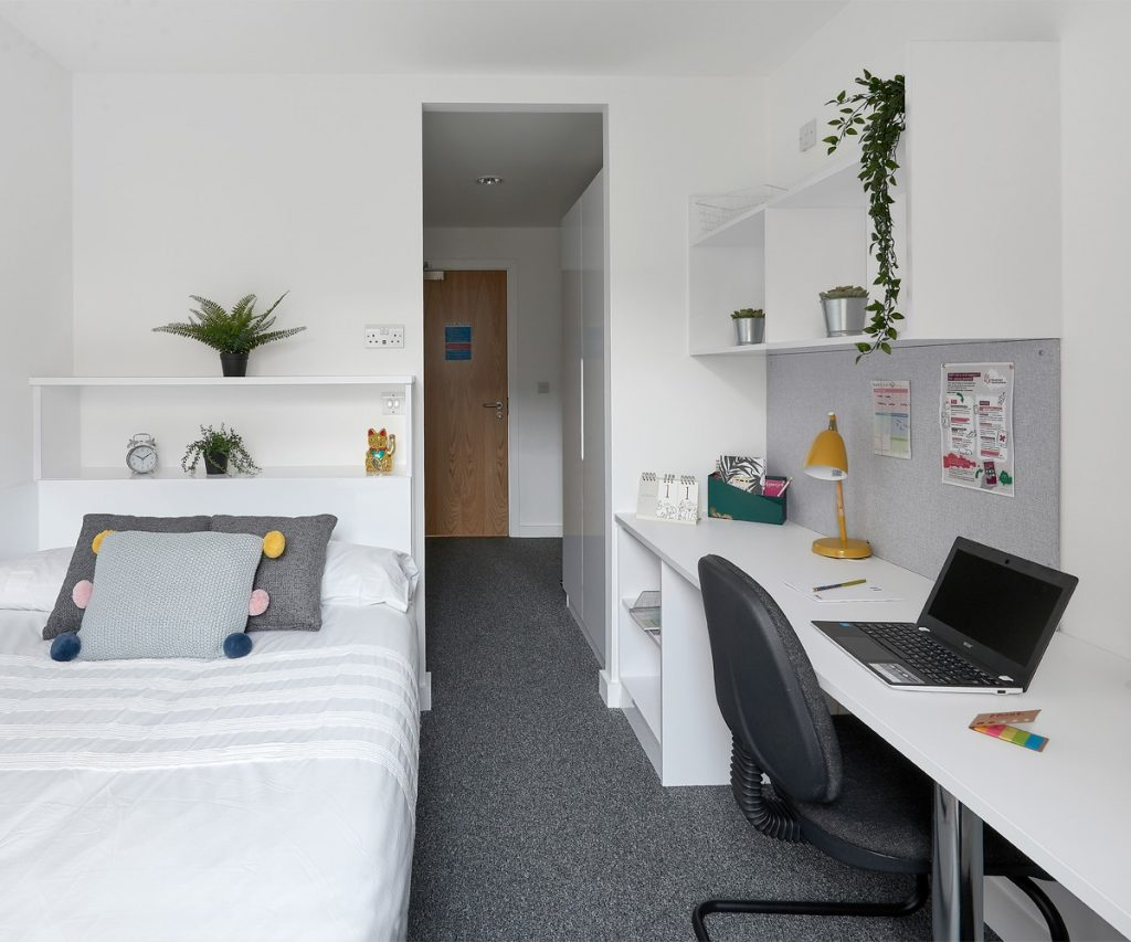 Host Student Apartments Deluxe En-suite student room in Birmingham