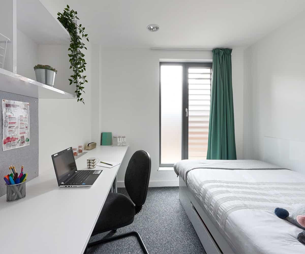 Host Student Apartments Deluxe En-suite student room in Birmingham