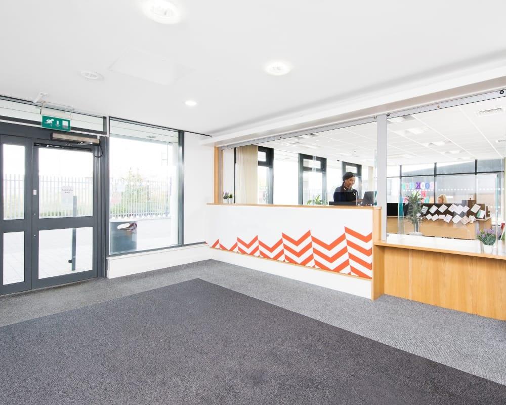 host-heantun-point-student-accommodation-wolverhampton-entrance-reception-1-1000x800