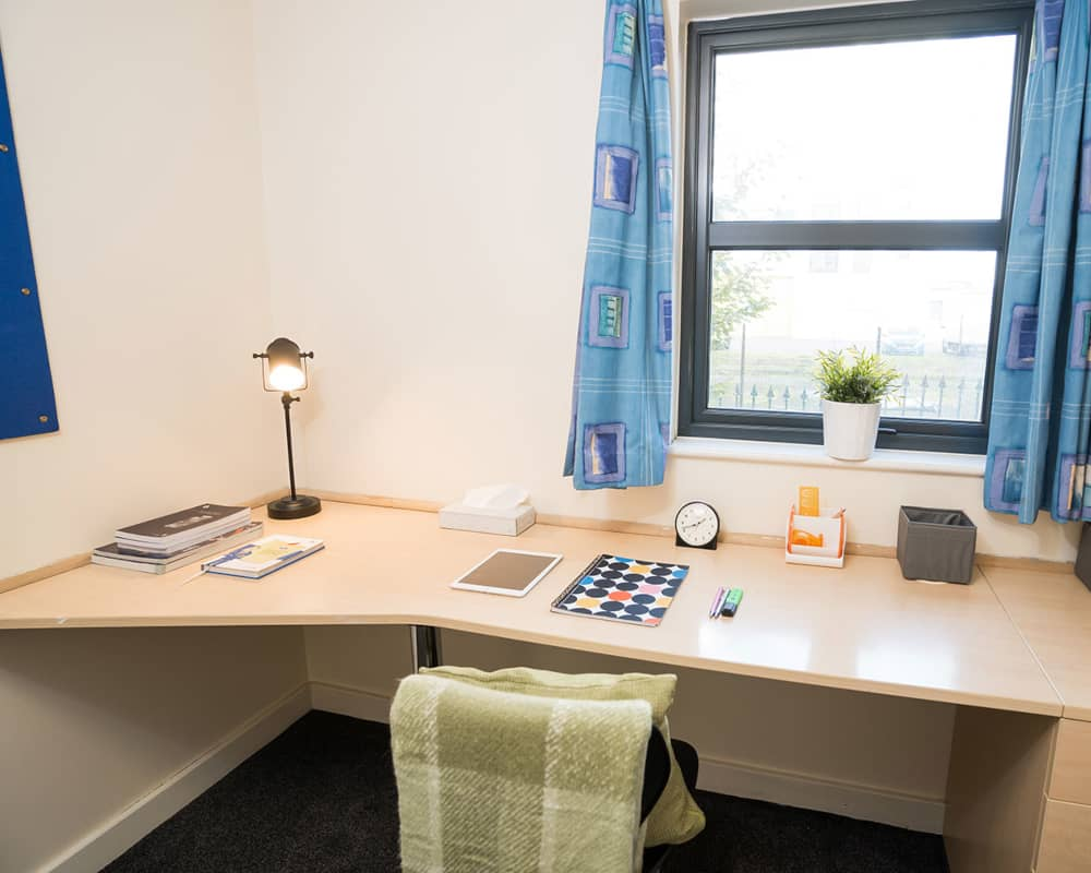 host-sky-blue-point-student-accommotation-coventry-en-suite-room-7