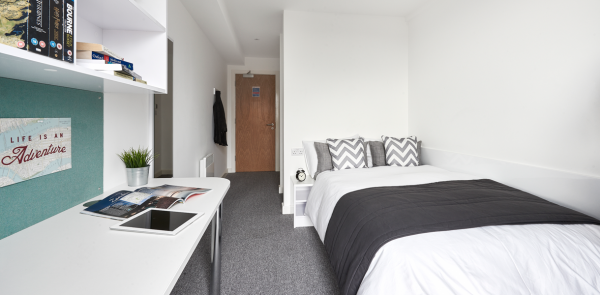 Host The Glassworks Standard En-suite DMU student room in Leicester