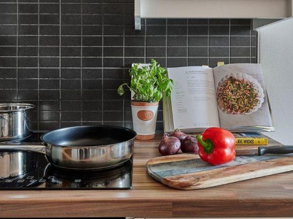 host-the-mews-1440x550-en-suite-kitchen-3