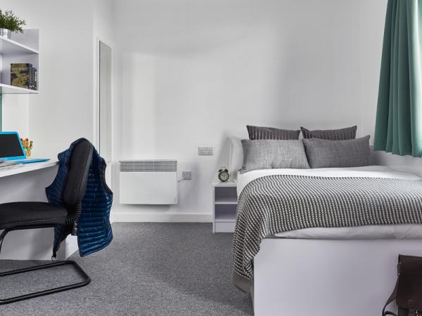 study-desk-and-bed-in-Premium-En-suite