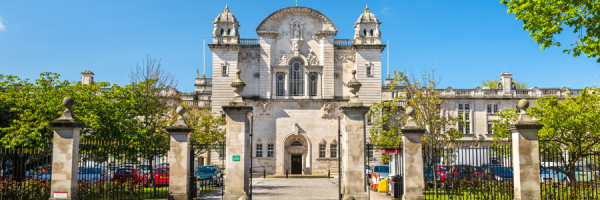 Student life in Cardiff - Entrance to Cardiff University