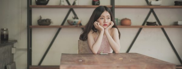 woman-bored-self-isolating