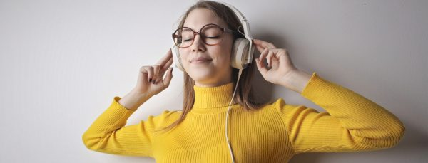 woman-listening-to-music-in-headphones