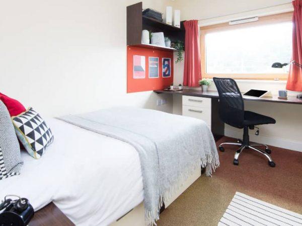 host-heantun-point-student-accommodation-wolverhampton-en-suite-room-1-1440x550