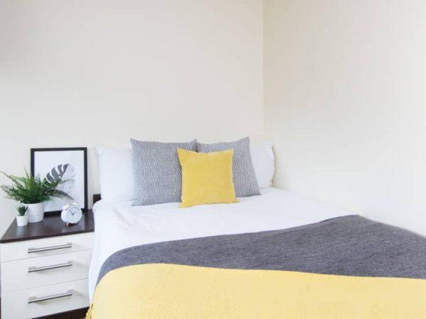 host-heantun-point-student-accommodation-wolverhampton-en-suite-room-4-1440x550