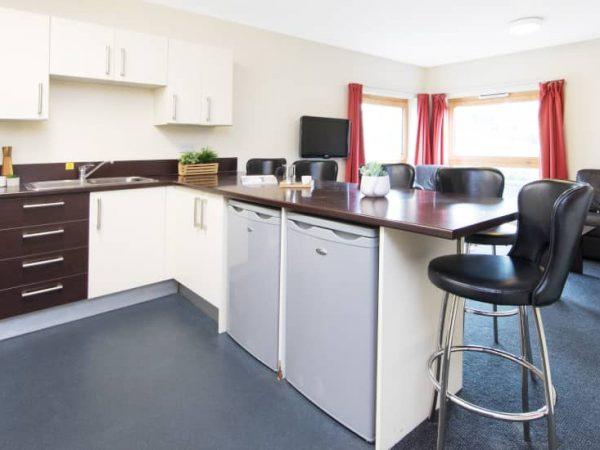 host-heantun-point-student-accommodation-wolverhampton-shared-kitchen-1440x550