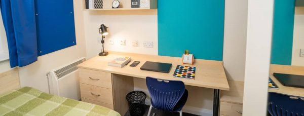 host-queens-hospital-close-student-accommodation-birmingham-en-suite-room-1-1440x550