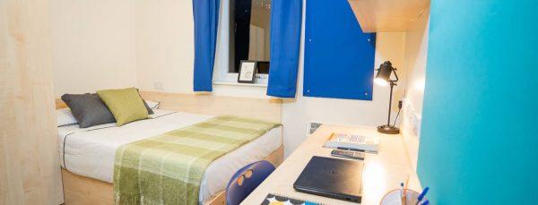 host-queens-hospital-close-student-accommodation-birmingham-en-suite-room-15-1440x550