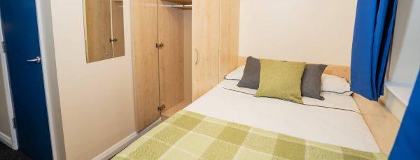 host-queens-hospital-close-student-accommodation-birmingham-en-suite-room-16-1440x550