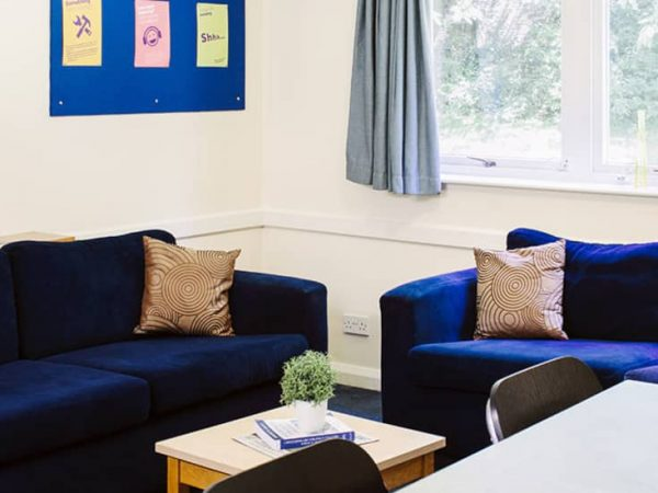 host-queens-hospital-close-student-accommodation-birmingham-shared-kitchen-social-area-1-1440x550
