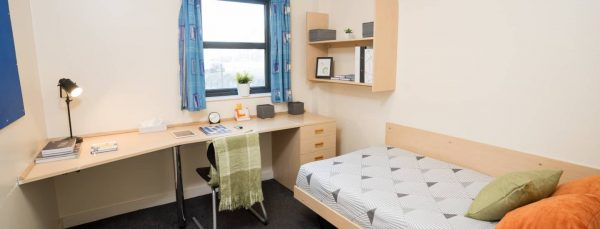 host-sky-blue-point-student-accommotation-coventry-en-suite-room-14