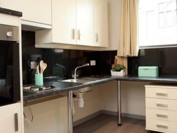 host-student-accommodation-coventry-kitchen-1-1440x550