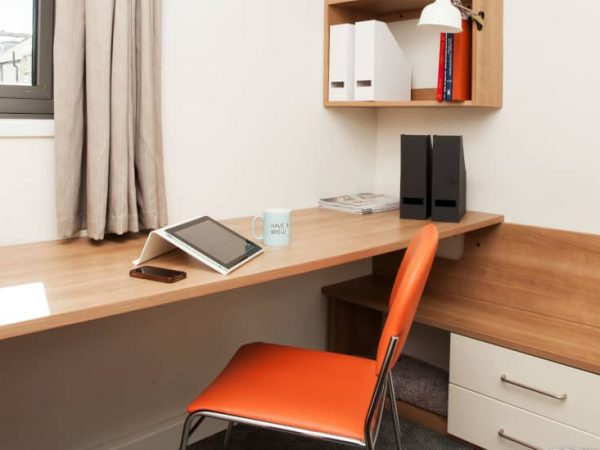 host-trust-house-student-accommodation-exeter-en-suite-room-1-1440x550